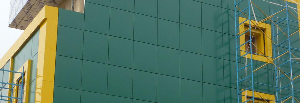 Revêtement en alucobond et fenêtres en PVC pour TOUFIK Trailer